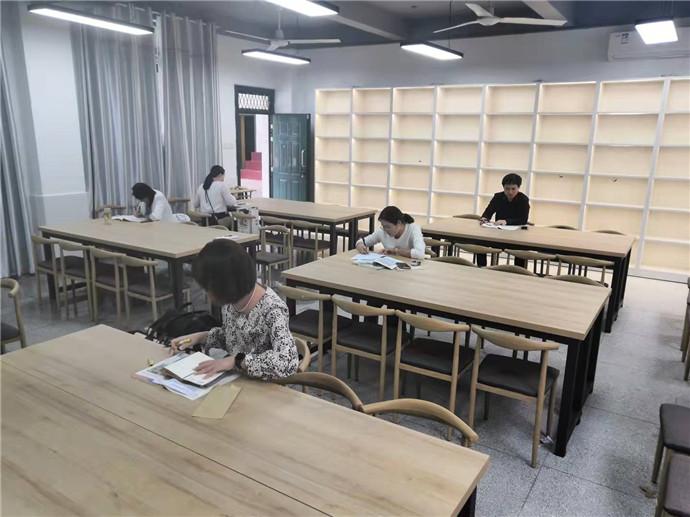 学校为参赛选手准备的备课室.jpg